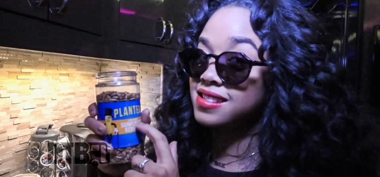 H.E.R. Makes Avocado Toast & Protein Smoothie – COOKING AT 65MPH Ep. 34 [VIDEO]